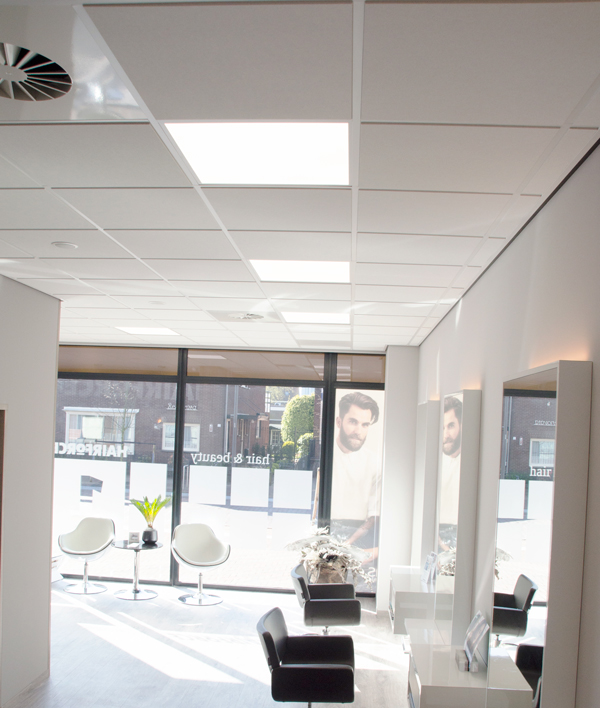 Kapsalon met led panelen in systeemplafond